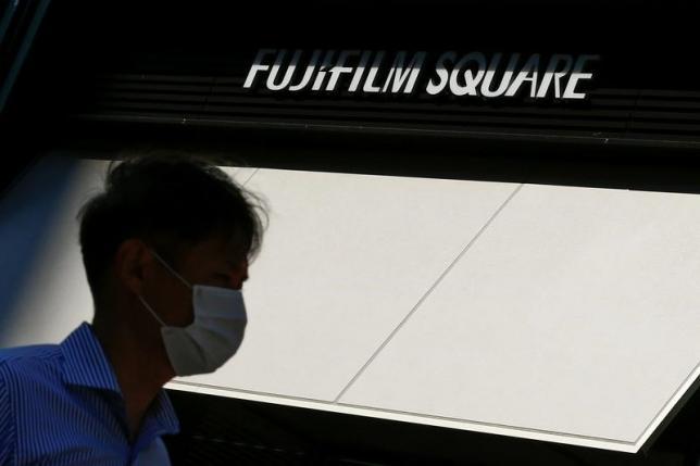 12月15日、富士フイルムホールディングスは武田薬品工業傘下の試薬メーカー、和光純薬工業(大阪市)を買収すると発表した。6月撮影(2016年 ロイター/Thomas Peter)
